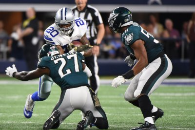 Philadelphia Eagles LB Jordan Hicks involved in individual drills