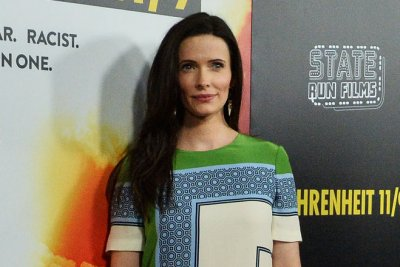 Elizabeth Tulloch is Lois Lane in 'Arrow'-verse crossover tease