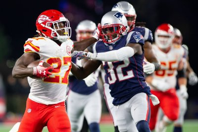 RB Kareem Hunt clears waivers, becomes free agent