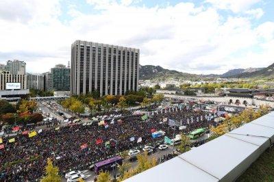 South Korean taxi drivers call nationwide strike