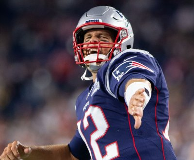 Tom Brady, Patriots defense dominate Dolphins