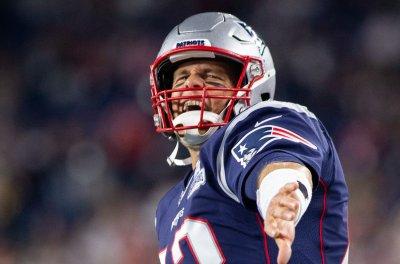 Tom Brady, Patriots defense dominate Dolphins