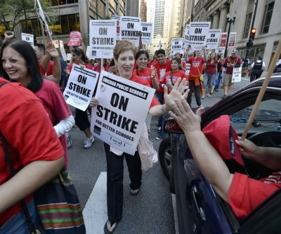Chicago schools to close for 6th day; union plans civil disobedience training