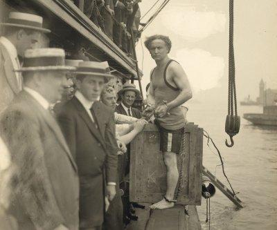 Harry Houdini dies in Detroit