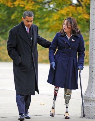 Obama honors veterans at Chicago memorial