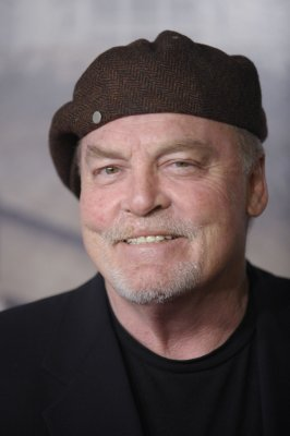 Stacy Keach suffers a mild stroke