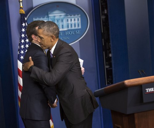 Obama honors spokesman Josh Earnest at final press briefing