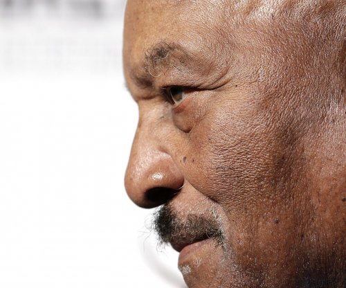 Jim Brown on Colin Kaepernick: 'I don't desecrate my flag and my national anthem'