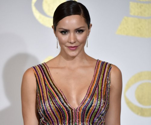 Katharine McPhee to star in 'Waitress' as of April 10