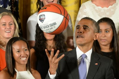 UCLA legend Bill Walton wants Barack Obama to coach Bruins