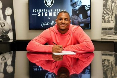 Oakland Raiders sign first-rounders Clelin Ferrell, Johnathan Abram