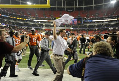 Clemson's Dabo Swinney agrees to new 8-year contract