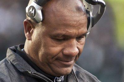 Cleveland Browns' Hue Jackson: No timetable to name starting QB