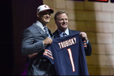 Chicago Bears rookie Mitchell Trubisky takes 'small step'
