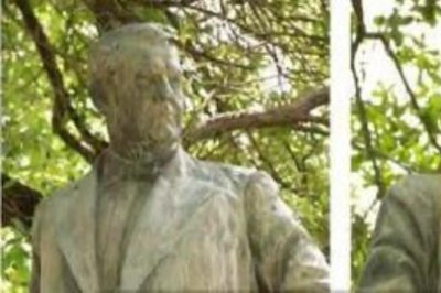 4 Confederate statues removed at Univ. of Texas overnight
