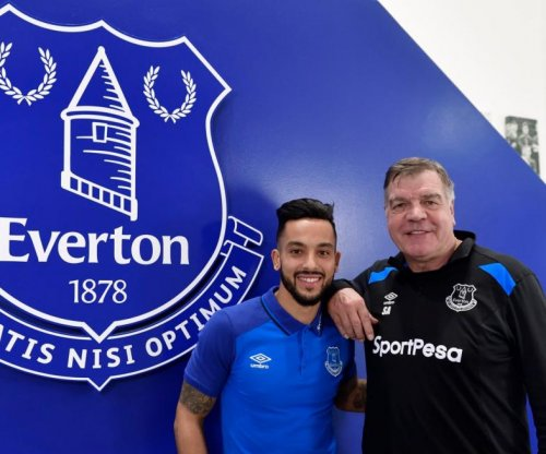 Theo Walcott bids farewell to Arsenal after Everton move
