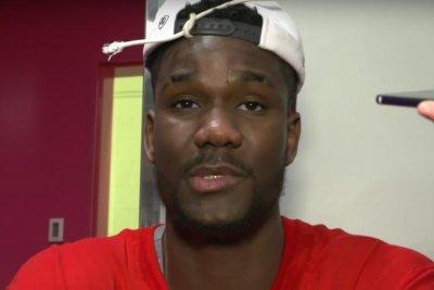 Arizona's Deandre Ayton enters name into 2018 NBA Draft