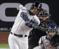 Yankees' Aaron Hicks sits out Monday in wake of Minnesota police shooting