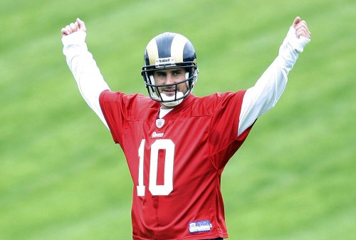 Rams QB breaks finger on throwing hand
