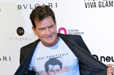 Charlie Sheen and Leah Remini to star in Crackle TV movie 'Mad Families'