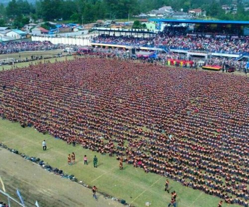 More than 10,000 men break Saman dance record in Indonesia
