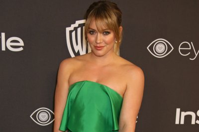 Hilary Duff, Matthew Koma cuddle daughter in new photo