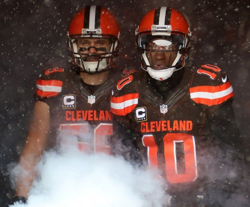 Cleveland Browns jolt San Diego Chargers to snap winless skid
