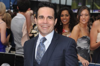 Comedian Mario Cantone reacts to Anthony Scaramucci's ouster