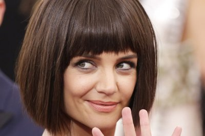Katie Holmes shocks with blunt bob at 2015 Met Gala