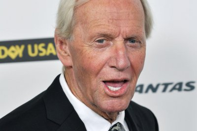 Paul Hogan to star as himself in 'Mr. Dundee' film