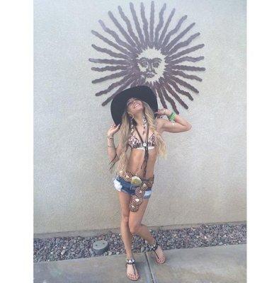 Vanessa Hudgens goes blonde for Coachella