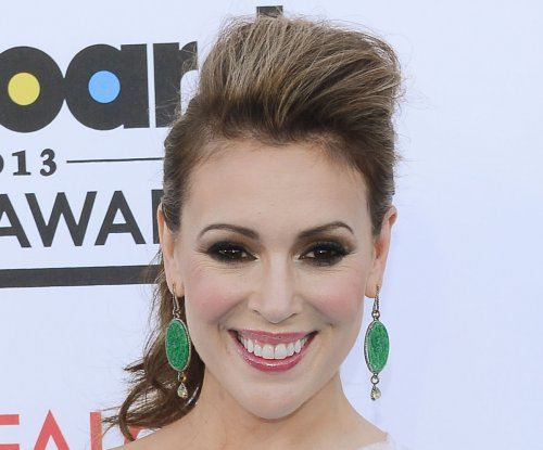 Alyssa Milano defends mothers' right to breastfeed in public