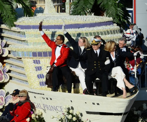 'Love Boat' cast reunites to decorate Rose Parade float