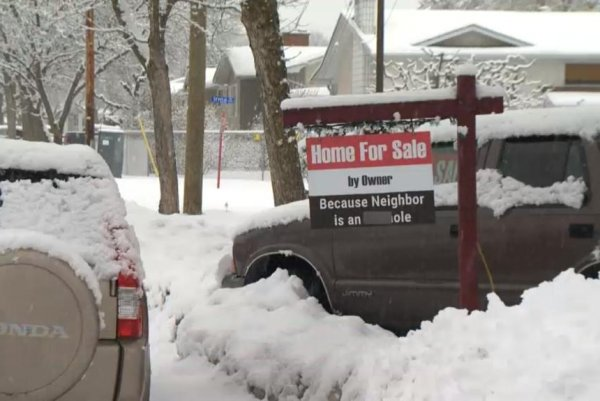 For Sale sign warns buyers: 'Neighbor is an [expletive] hole'
