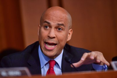 Sen. Cory Booker releases confidential Kavanaugh emails