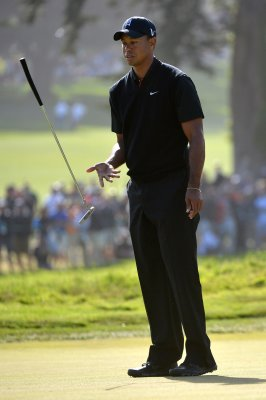 Tiger shares U.S. Open lead