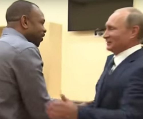 Former boxing champion Roy Jones Jr. asks Vladimir Putin for Russian citizenship