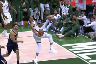 Bucks star Giannis Antetokounmpo crushes windmill dunk on Jazz