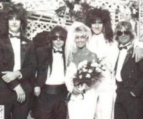Heather Locklear celebrates '30 years' with ex-husband Tommy Lee