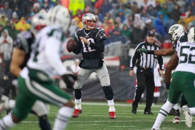 New England Patriots maul New York Jets, inch closer to No. 1 seed