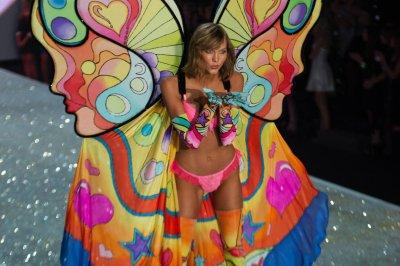 Karlie Kloss to walk in 2017 Victoria's Secret Fashion Show