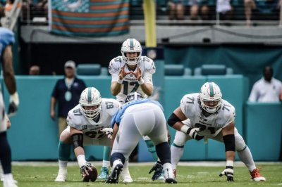 Miami Dolphins lose G Josh Sitton for rest of 2018