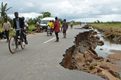 Cyclone Idai death toll now over 200 in Mozambique as aid groups scramble