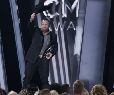 Garth Brooks, Kacey Musgraves, Luke Combs win big at the CMAs