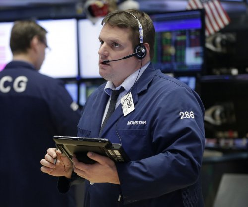 Dow plunges 500 points with growing investor fear
