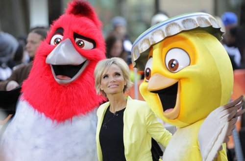Kristin Chenoweth updates fans on mysterious health crisis