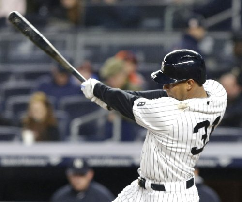 New York Yankees place CF Aaron Hicks on DL