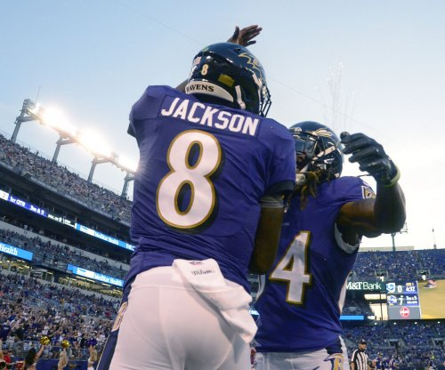 Ravens keep playoff hopes alive with win versus Bengals