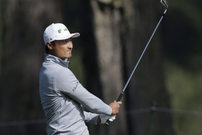 Haotong Li grabs Round 2 lead at PGA Championship; Tiger Woods makes cut