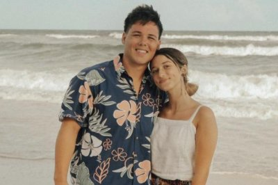 'Duck Dynasty's Bella Robertson engaged, shows proposal